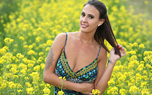 COSMID Olivia In The Field  Siterip Imageset 101 Pics 2080 px