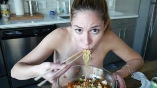 ManyVids Ashley Alban: Ramen Mukbang  Siterip Clip XXX