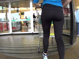 YourVoyeurVideos  Athletic chick in tight sports pants PaysiteRip VoyeurXXX