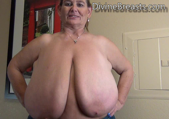 DivineBreasts Sarah Milf Big Boobs in Motion  SITERIP BBW.XXX Divinebreasts Siterip
