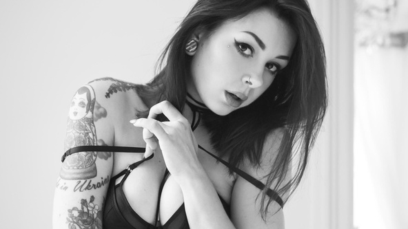Suicide Girls Set of the day with plum  Siterip