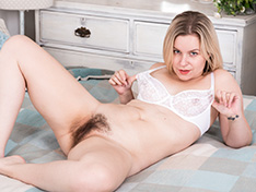 WeareHairy Anna Belle Anna Belle enjoys getting naked laying in bed [FULL PICSET Highres WEBRIP]