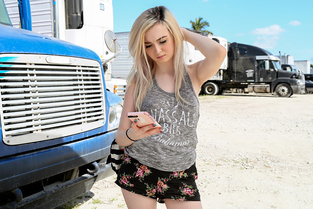 Lexi Lore – Blonde Teen Fucks For Ride  SITERIP1080p wmv HD 1920×1000