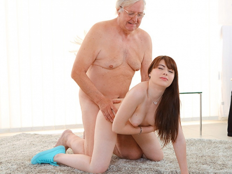 Old-n-Young Old man makes sweetie kneel May 24, 2018  WEB-DL  H.264 mp4