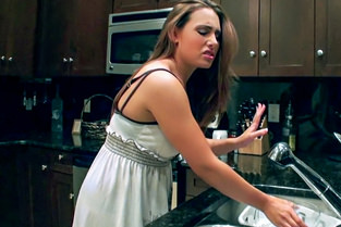 Renna Ryann – Cleaning Girl Gets Filthy  SITERIP1080p wmv HD 1920×1000