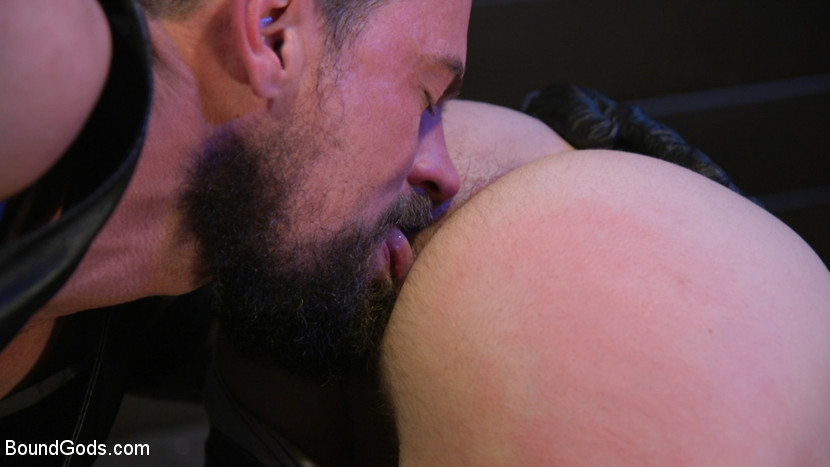 Kink.com boundgods Tyler Rush Cowers Before Max Ferro  WEBL-DL 1080p mp4
