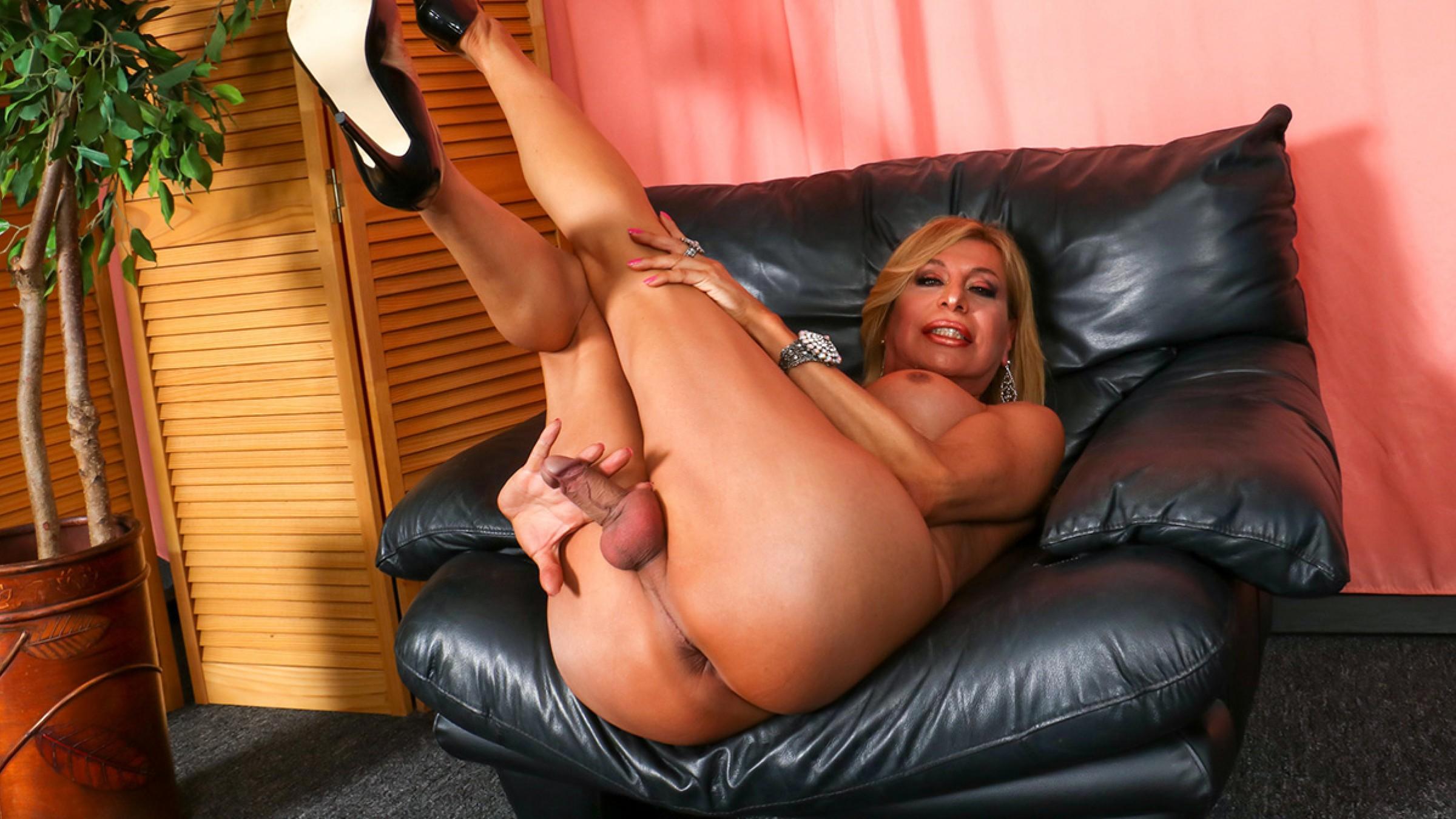 TGirl40 Fabiola Shows Herself Off!  Shemale XXX WEB-DL Groobynetwork