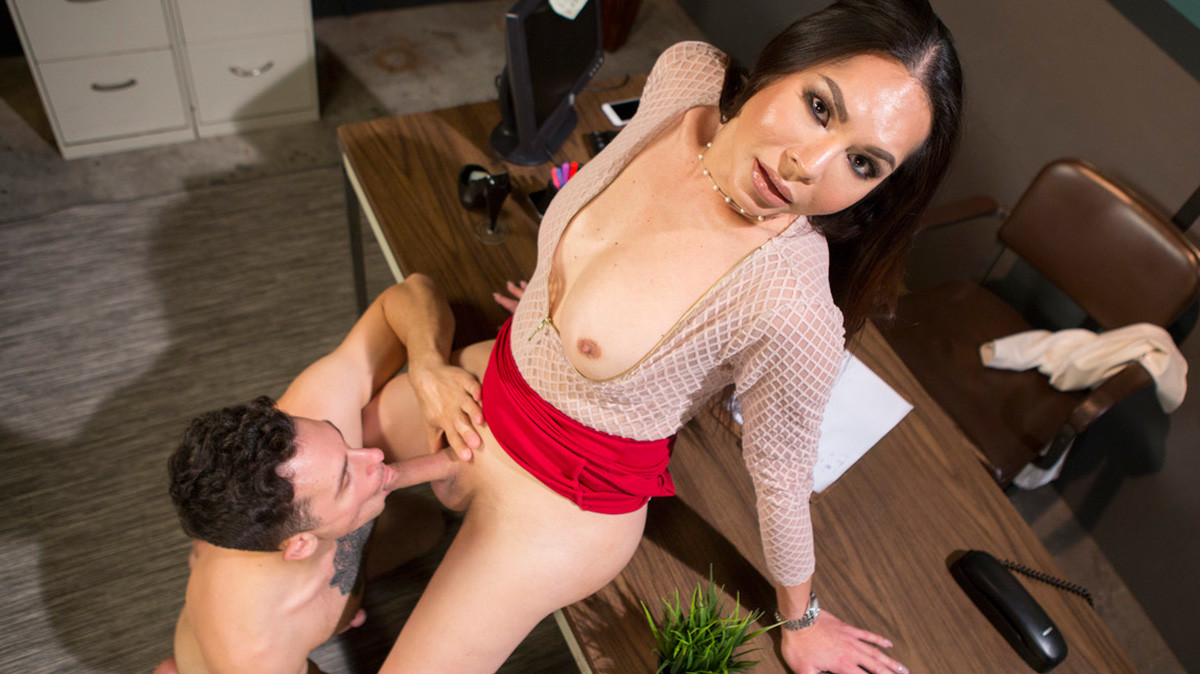 Darkside Dr. Amanda Cures Patient With Her Cock  Shemale XXX WEB-DL Groobynetwork