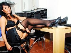 TacAmateurs JessicasHoneyz – Domestic Bliss With Deliscious Raven Pt1 Photo Album  [IMAGESET/Videoclip Amateur ]