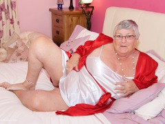 TacAmateurs DirtyDoctor – Grandma Libby On The Bed Photo Album  [IMAGESET/Videoclip Amateur ]