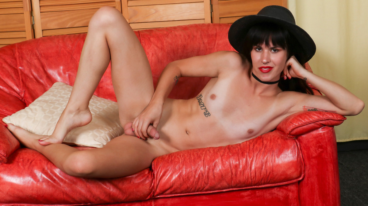 Groobygirls Robin Banks Cums For You!  Tranny XXX Siterip