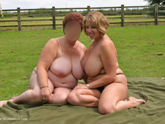 TacAmateurs CurvyClaire – Outdoor Naked Lesbo Fun Pt1 Photo Album  [IMAGESET/Videoclip Amateur ]