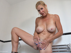 TacAmateurs MollyMILF – Pissing On The Bathroom Floor HD Video  [IMAGESET/Videoclip Amateur ]