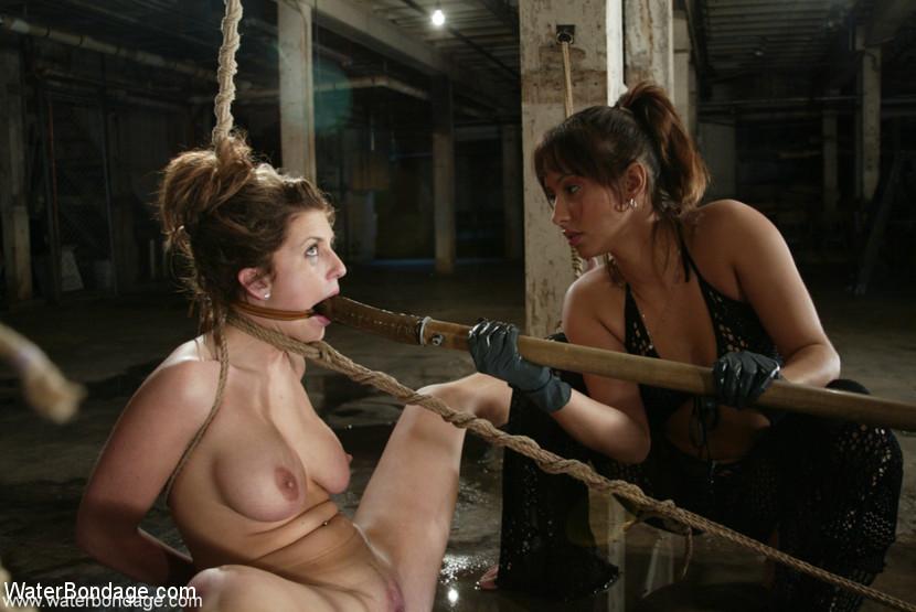 Kink.com waterbondage Isabella Soprano and Isis Love  WEBL-DL 1080p mp4