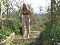 TacAmateurs SammieSlut – Slut Fingers In The Garden HD Video  [IMAGESET/Videoclip Amateur ]