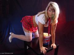 TacAmateurs SweetSusi – Schoolgirl & Popcorn Photo Album  [IMAGESET/Videoclip Amateur ]