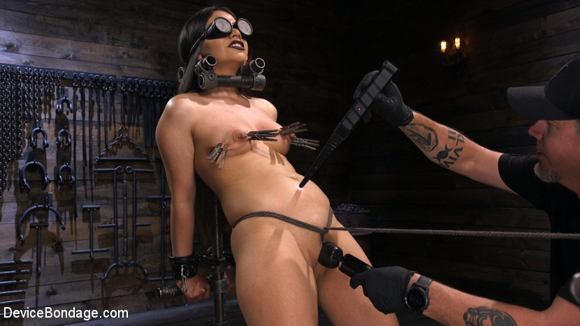 Kink.com devicebondage A Quiet Riot:Goth Slut Submits!  WEBL-DL 1080p mp4