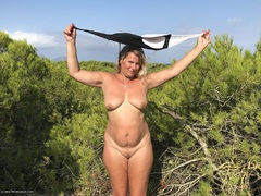 TacAmateurs SweetSusi – Swimsuit In The Forest Photo Album  [IMAGESET/Videoclip Amateur ]