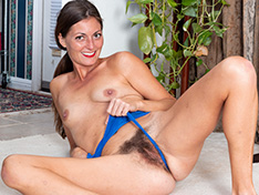 WeareHairy Vanessa Bush Vanessa Bush performs sexy yoga naked WEB-DL 720p Hairy/Unshaved/Natural