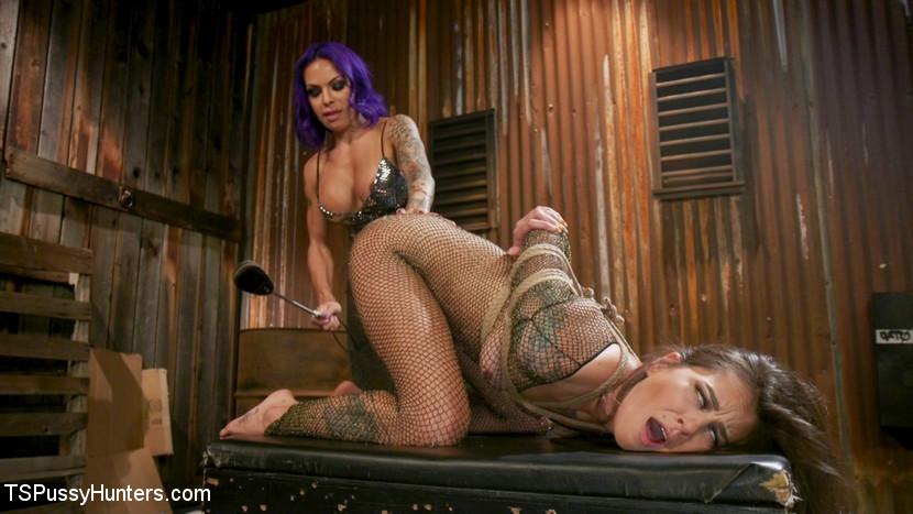 Kink.com tspussyhunters TS Foxxy And Kacie Castle's Back-Alley Butt Fuck  WEBL-DL 1080p mp4