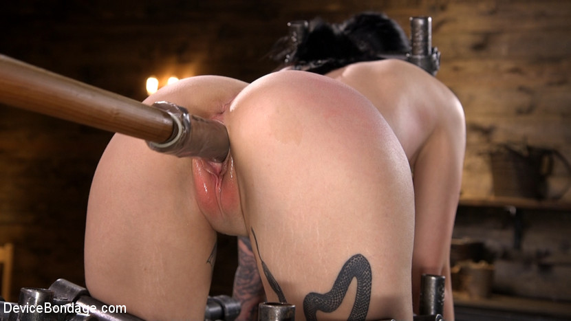 Kink.com devicebondage Charlotte Sartre Bound In Pipe And Chains  WEBL-DL 1080p mp4