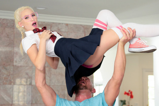 Kiara Cole – Nerdy Cutie Takes A Big Dick  SITERIP1080p wmv HD 1920×1000