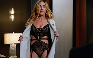 MrSkin Caity Lotz' Sexy Lingerie Scene in DC's Legends of Tomorrow  Siterip Videoclip