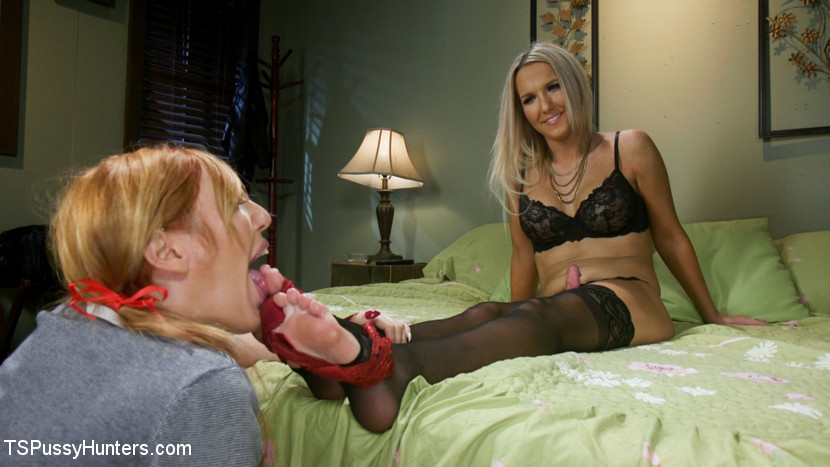 Kink.com tspussyhunters Kayleigh Coxx Punishes Peeping Motel Manager Lauren Phillips  WEBL-DL 1080p mp4