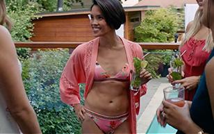 MrSkin Jessalyn Wanlim's Hot Bod in Workin' Moms  Siterip Videoclip