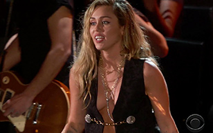 MrSkin Miley Cyrus' Cleavage at The Grammy Awards  Siterip Videoclip