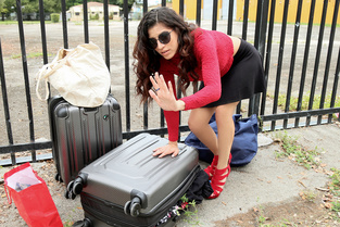 Stranded Teens Gabriela Lopez – Leaving Her Baggage Behind  [MOFOS NETWORK SITERIP 1080p mp4]