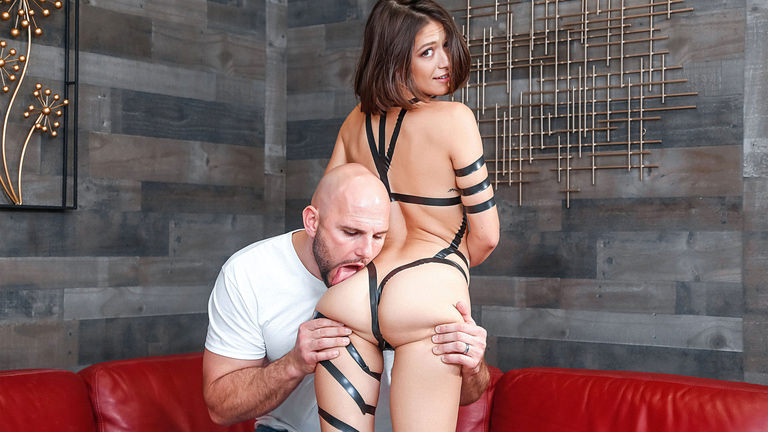 Teens Love Huge Cocks Taped Up Hottie – Izzy Bell  [SITERIP Realitykings.com 720p MP4]