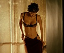 MrSkin Halle Berry –  The Beauty Unwrapped on Her B-day  WEB-DL Videoclip