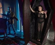 Brazzers Exxtra Creeping In Her Crypt – Kendra Spade – 1 October 30, 2019 Brazzers Siterip 2019 WEB-DL mp4 SPINXSHARE