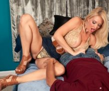 Scoreland Charlee Chase Lends A Hand – Charlee Chase  Siterip  WEB-DL h.265 Scoreland