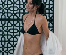 MrSkin Courteney Cox Shows She Can Still Rock a Bikini in Modern Family  WEB-DL Videoclip