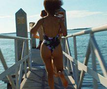 MrSkin Peep Taylor Russell's Hot Beach Bod in Waves  WEB-DL Videoclip