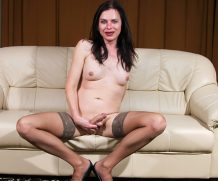 TGirl40 Flirty Momma Tina!  Shemale XXX WEB-DL Groobynetwork