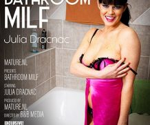 MATURE.NL Want to take a bath with hot MILF Julia Dracnac?  [SITERIP VIDEO 2020 hd wmv 1920×1200]