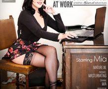 MATURE.NL Attractive Mom Mia masturbation at work  [SITERIP VIDEO 2020 hd wmv 1920×1200]